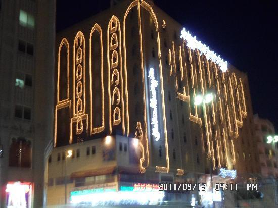 โรงแรมอาราเบียน คอร์ทยาดแอนดด์สปา: Hotel by night