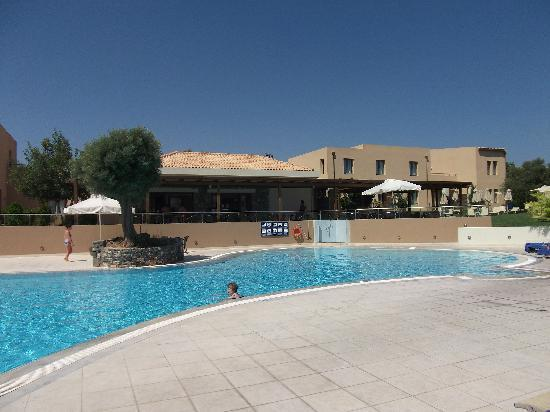 Village Heights Golf Resort: Another view of the quieter pool