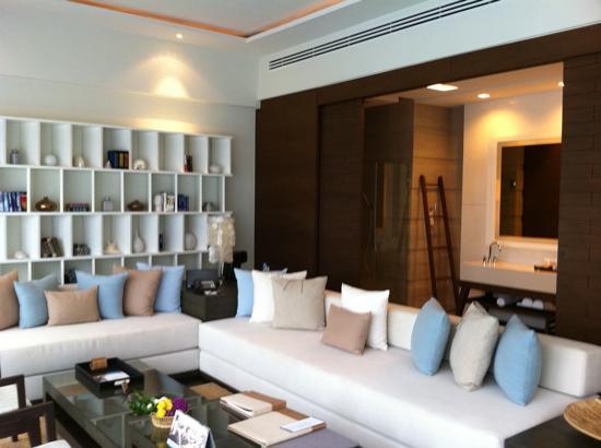 โรงแรมเคป นิทรา: living room cape nidhra suite