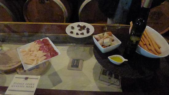Del Dotto Vineyards & Winery: wine/food pairing after rhe cave tour