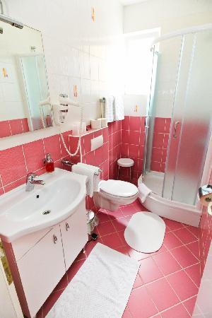 Villa Ana: bathroom