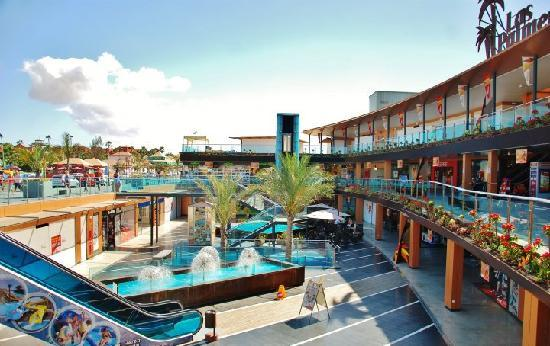 Oasis Village: Shopping centre in the town - very clean and tidy