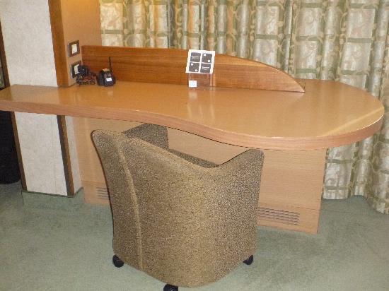 เมอร์เคียว โรมเวสท์: Desk