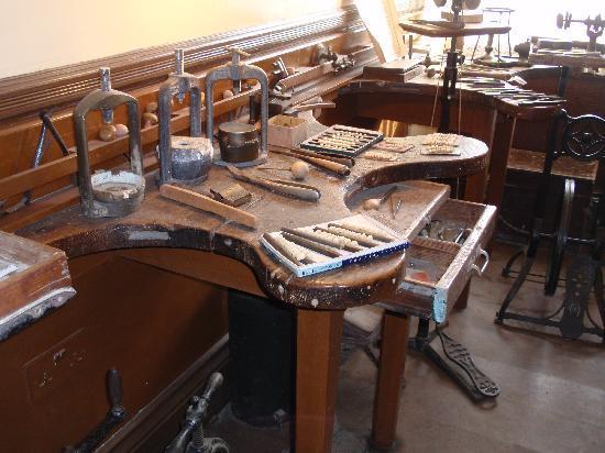 Beamish Museum: Dentist's false teeth preparation area