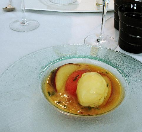 Le Bistro Gourmand: The lovely dessert of the day's lunch menu