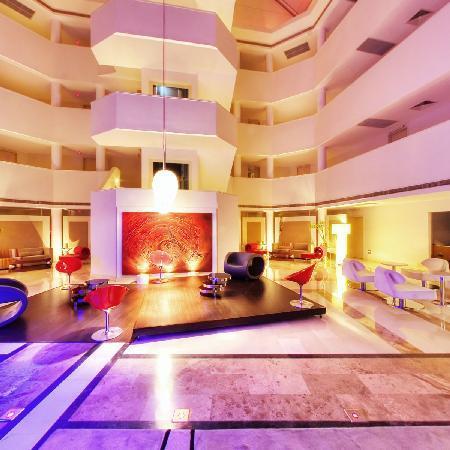 Sisus Hotel Lobby