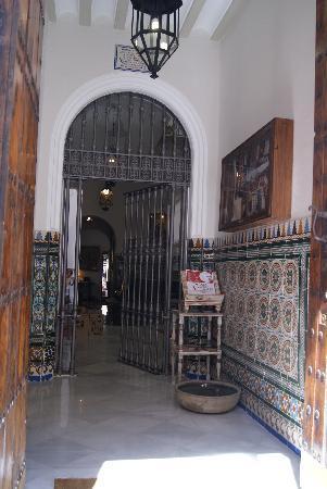 Hotel Amadeus: Entrance