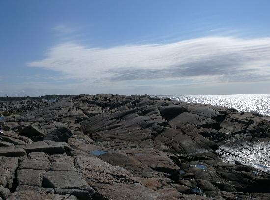 Peggy's Cove Lighthouse: Inviting rocks