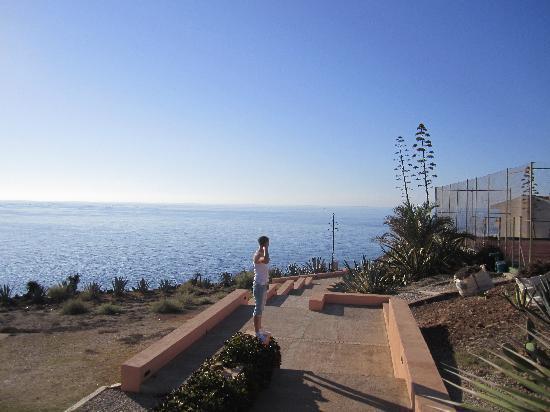 Palia Maria Eugenia Hotel: Hotel grounds on the way to beach.