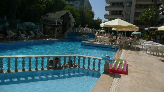 Residence Anfora: pool! in morning already half in shade!