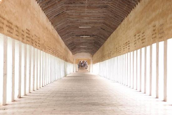 เซวซิกอนปายา: Long Entrance Hall