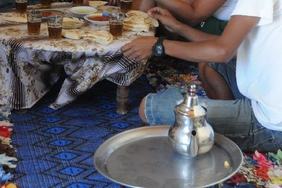 Ecotourisme et Randonnées: Thé à la menthe dans une famille .