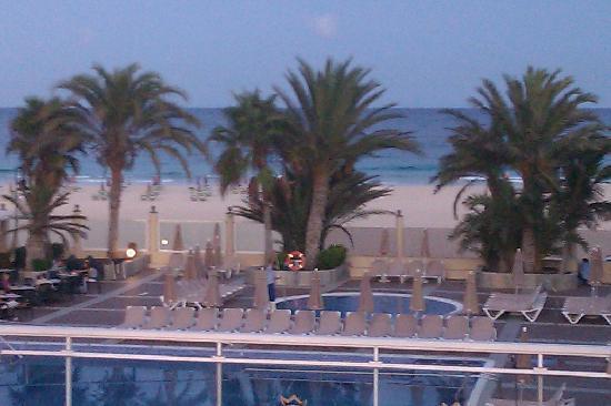 ClubHotel Riu Oliva Beach Resort: Stranden + pool
