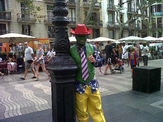 Avantgarde Limousine Tours: Barcelona driver guides-Photo street performer in Ramblas (Barcelona)