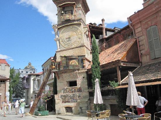 Hotel Ambasadori: Старый город- сразу за отелем.