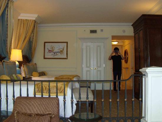 โรงแรมเดอะเวเนเชี่ยน มาเก๊า รีสอร์ท: Another View of room from the inside