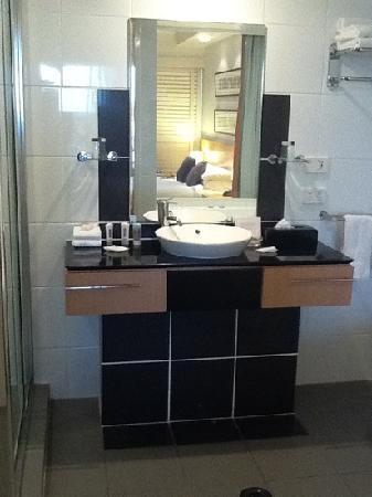 The Sebel Pelican Waters Golf Resort & Spa: good, clean bathroom