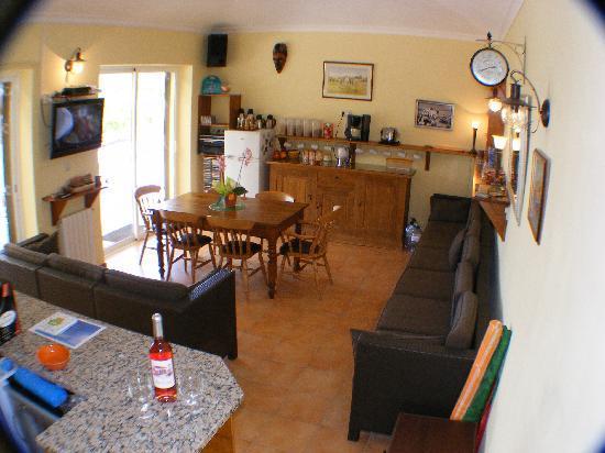 Quinta Arruba Guest House: Guest Dining / Lounge