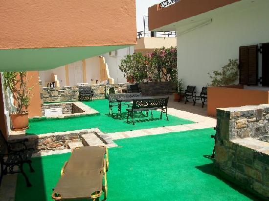 อีลูนดาซันไรซ์อพาร์ตเมนท์: exterior view