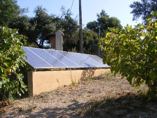 Quinta Arruba Guest House: Fotovoltaic panels for green electric