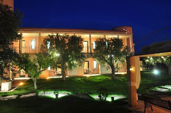Hotel Villa Rosa Antico: Giardino di sera