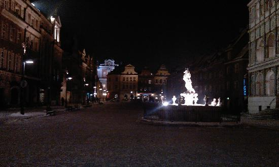 Brovaria: La piazza e la fontana