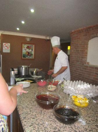 Orka Club Hotel & Villas: pancakes fresh to order at breakfast
