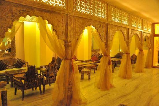 Hotel Ram Vilas: Coffee Shop from lobby