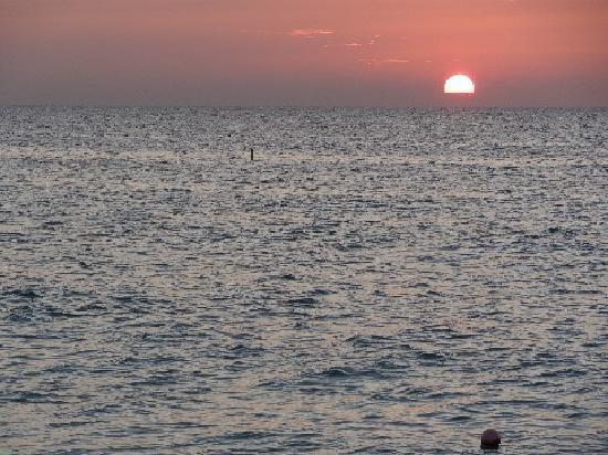Bucuti & Tara Beach Resort Aruba: Sunset from the beach