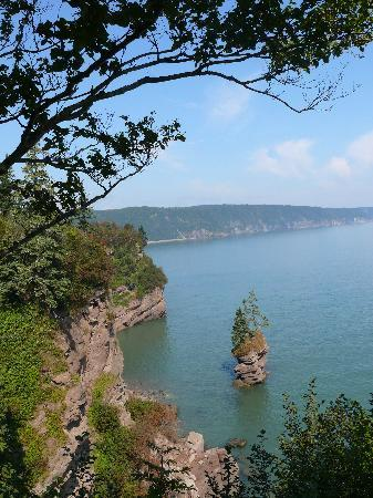 Fundy Trail Parkway: Flower Pot Rock