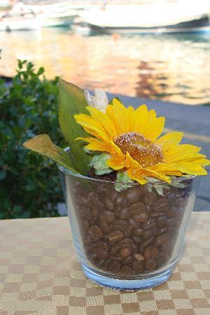 Ristorante Stella: table's flower pot