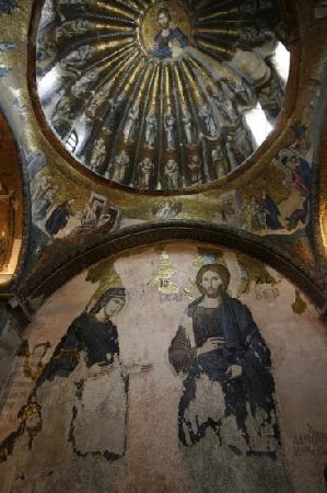 พิพิธภัณฑ์คาริเย: Chora Church - looking at a Byzantine tile mosaic of Mary and Jesus and the mosaic dome above th