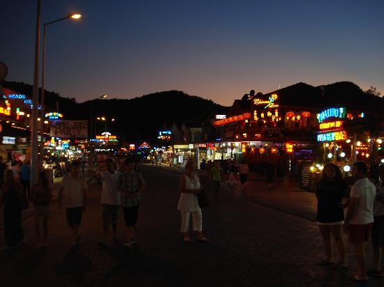 Hisaronu at night