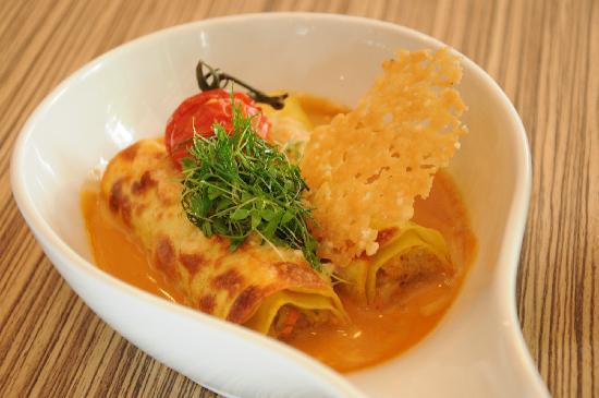 PizzaZo Bistro: Crab Meat Cannelloni – with vegetables, crustacean sauce and grated parmesan