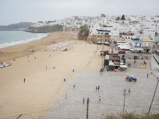 Janelas do Mar Apartments: beach at old town