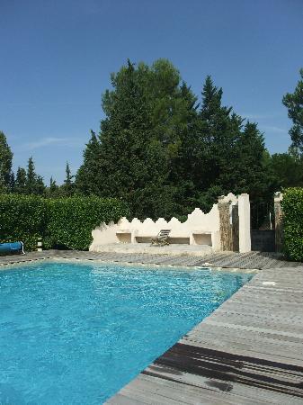 Le Mas de la Fontanelle: la piscine