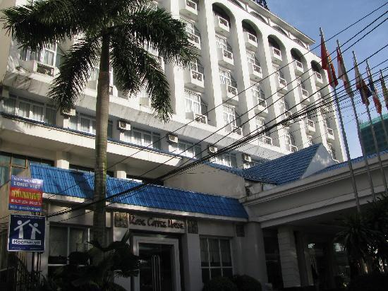 Bao Son International Hotel: 朝7時のホテルです
