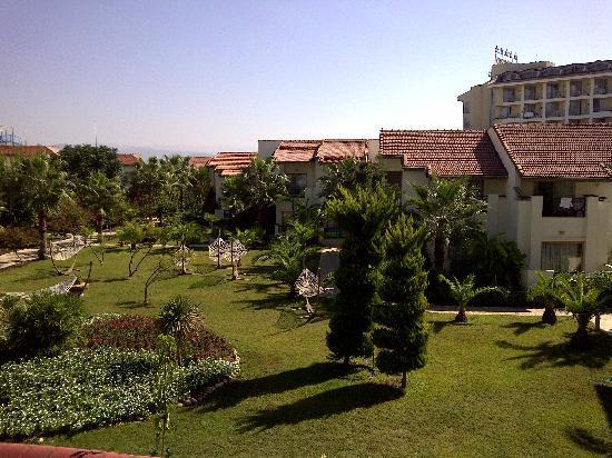 Lyra Resort & Spa: Bungalows in back garden