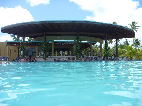 Dreams La Romana Resort & Spa: pool bar with infinity pool