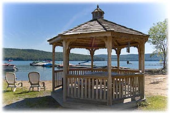 Bayside Inn & Marina: Gazebo at the Beach
