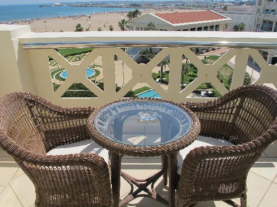 Hotel Las Arenas Balneario Resort: terrasse de la suite