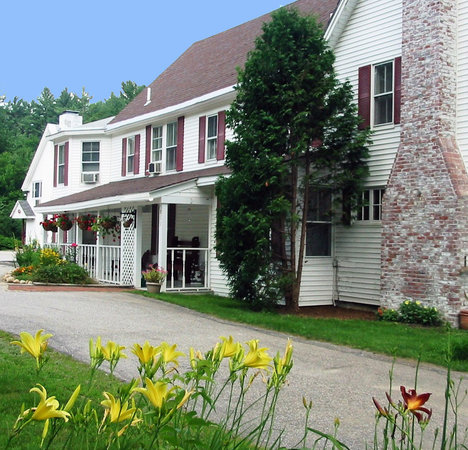 Cranmore Mountain Lodge Bed and Breakfast: In a quiet residential area