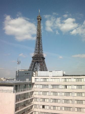 """เมอร์เคียว ปารีสเซ็นเตอร์ ตูร์เอฟเฟล: View my from room of """"Le Tour Eiffel"""""""
