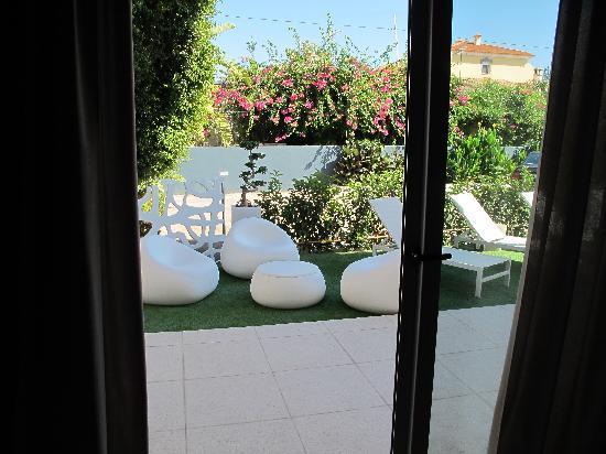 Hotel Villamor: vers la piscine...
