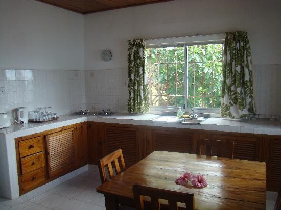 Chalets Cote Mer: Kitchen view