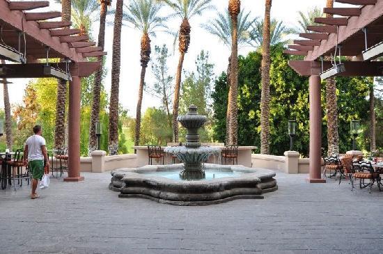 Hyatt Regency Indian Wells Resort & Spa: Facing into the golf course