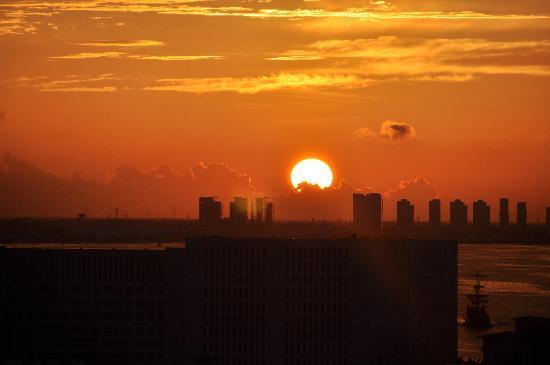 โรงแรมไฮแอทรีเจนซี่แคนคัน: sunset from my room