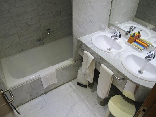 Silken Al-Andalus Palace Hotel: salle de bains
