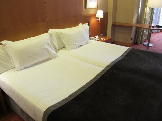 Silken Al-Andalus Palace Hotel: Literie agréable