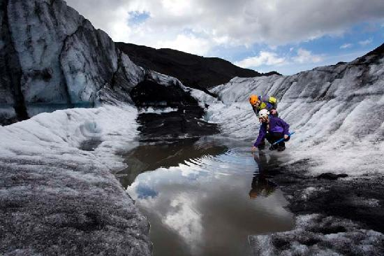 Arctic Adventures: Glacierhike - a hike to another world /
